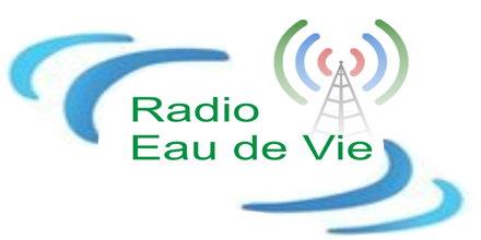"<span lang =""fr"">Radio Eau de Vie</span>"